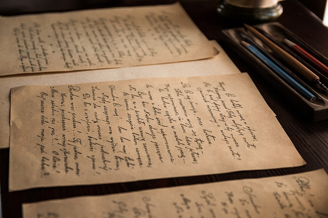 papers-of-old-letters-3000x2000_28124